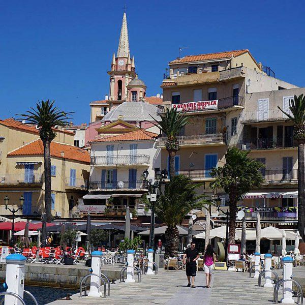 Calvi2 600x600 - 10 Tage Geheimnisse: Roadtrip im Zelt durch Korsika  – Teil 1