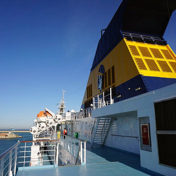 Corsica Ferries1 600x600 - 10 Tage Geheimnisse: Roadtrip im Zelt durch Korsika  – Teil 1