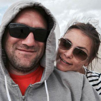 jenny und juergen am strand burgh haamstede 1 350x350 - Warum Ginsterveld? Renesse einfach entspannt erleben